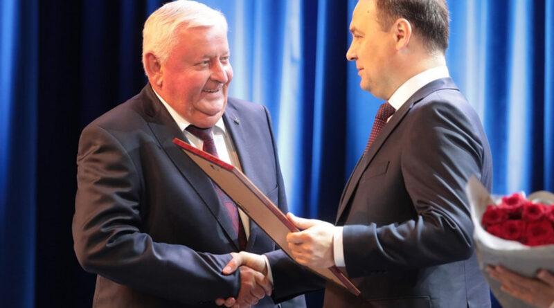 Головченко вручил награды лауреатам премии Правительства за достижения в области качества