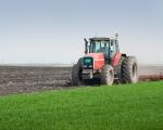 трактор весной