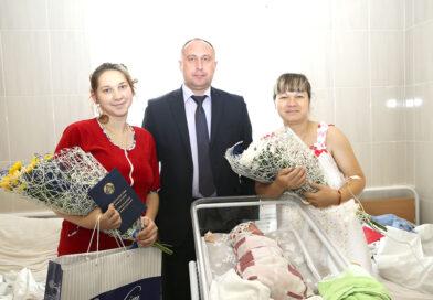 В родильном отделении Несвижской центральной районной больницы поздравили женщин, подаривших Несвижчине маленьких граждан в Неделю матери