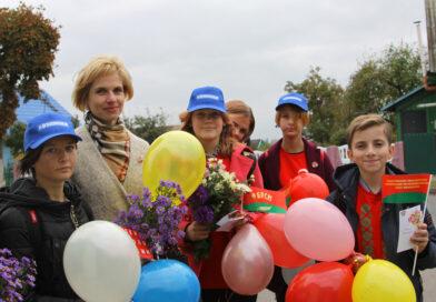Волонтерский отряд «От сердца к сердцу» поздравил мам с праздником