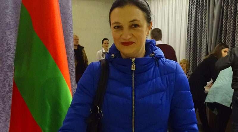 Проголосовал первый избиратель Садового избирательного участка №4 Столбцовского избирательного округа №70