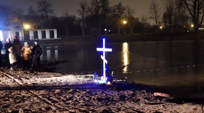 В Несвиже встретили праздник Крещения. В проруби