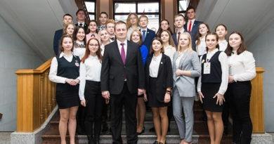 Александр Турчин встретился с победителями конкурса «Ученик года Минской области»