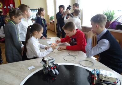 В Несвиже учащиеся собирают роботов. По итогам первого районного Лего-фестиваля