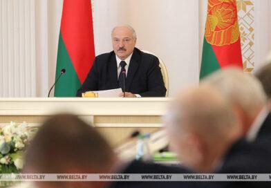 Прэзідэнт правёў нараду з кіраўніцтвам эканамічнага блока Беларусі